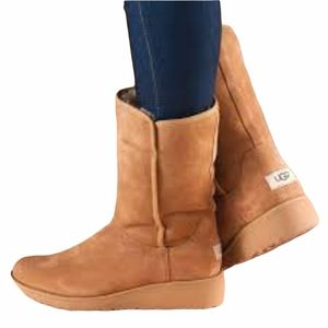 UGG Amie Classic Slim Sherpa Suede Boot 9.5M Low Wedge Mid Calf Tan